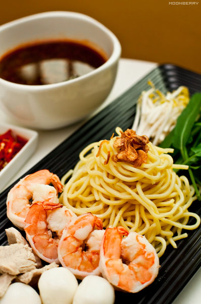Singapore's Hottest Celebrity Blogger | Prawn Noodles Recipe