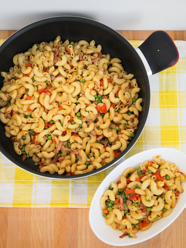 Quick and Easy Macaroni Stir Fry with Bacon and Peas
