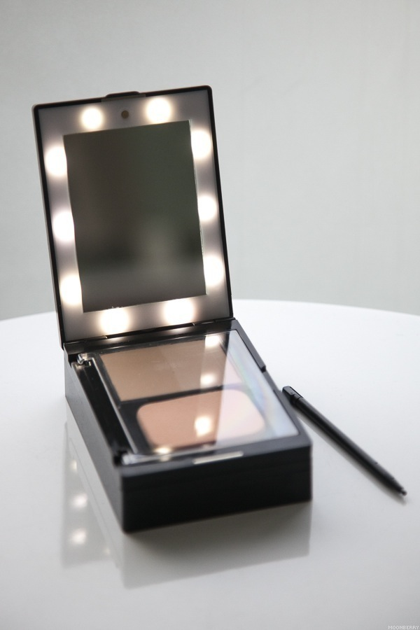 glampact all in one lighted makeup compact the moonberry blog. Black Bedroom Furniture Sets. Home Design Ideas