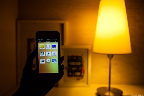 philips hue personal wireless lighting the moonberry blog. Black Bedroom Furniture Sets. Home Design Ideas